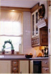 Grenenhouten keuken met gespoten mdf